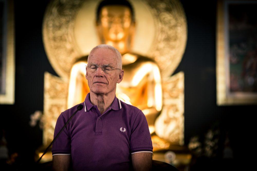 Lama Ole Nydahl in meditatie